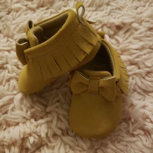 Carter's  0-3 month moccasins